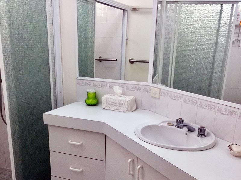 Nambucca Lifestyle Village - Bathroom